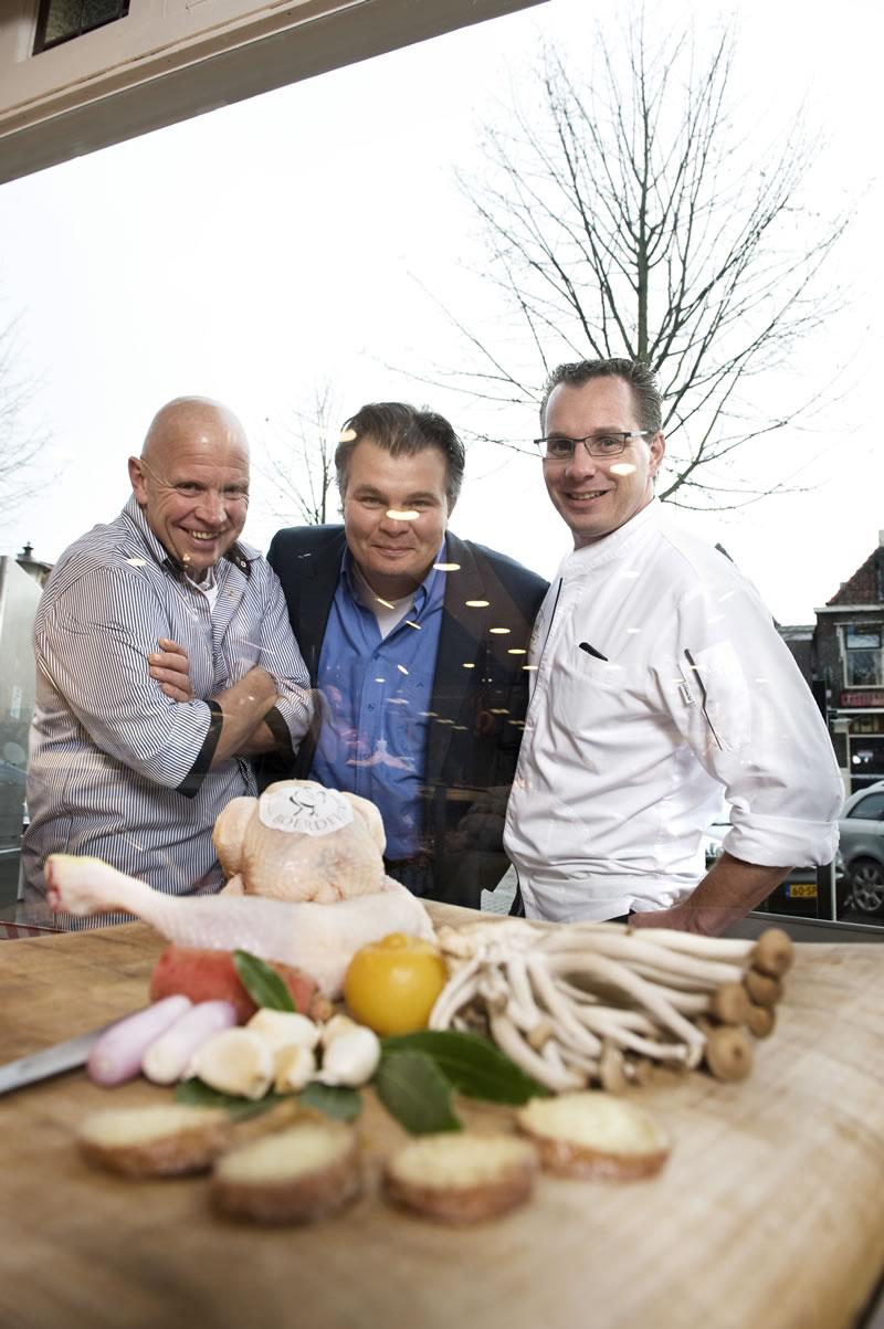 Vl.n.r. Keurslager Cees Blokdijk, Poelier Bas van der Laan, Chef Onno Kokmeijer
